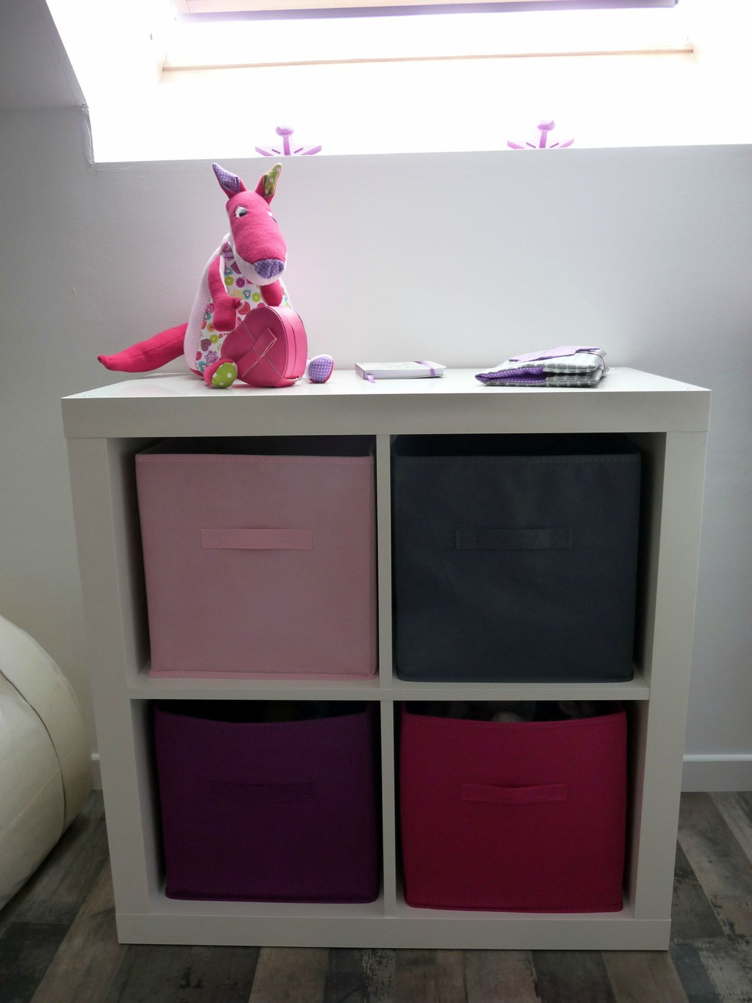 petit meuble chaussures 2 id es de d coration. Black Bedroom Furniture Sets. Home Design Ideas