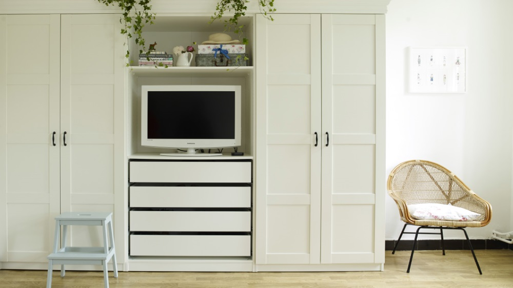 armoire tv ferm id es de d coration int rieure french. Black Bedroom Furniture Sets. Home Design Ideas