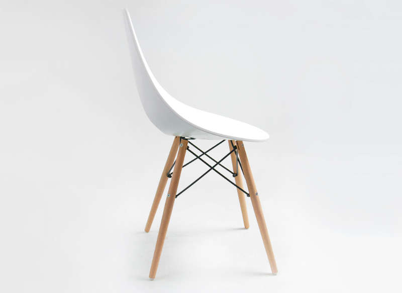 Chaise blanche pied en bois chaise design eames inspired for Chaise contemporaine blanche