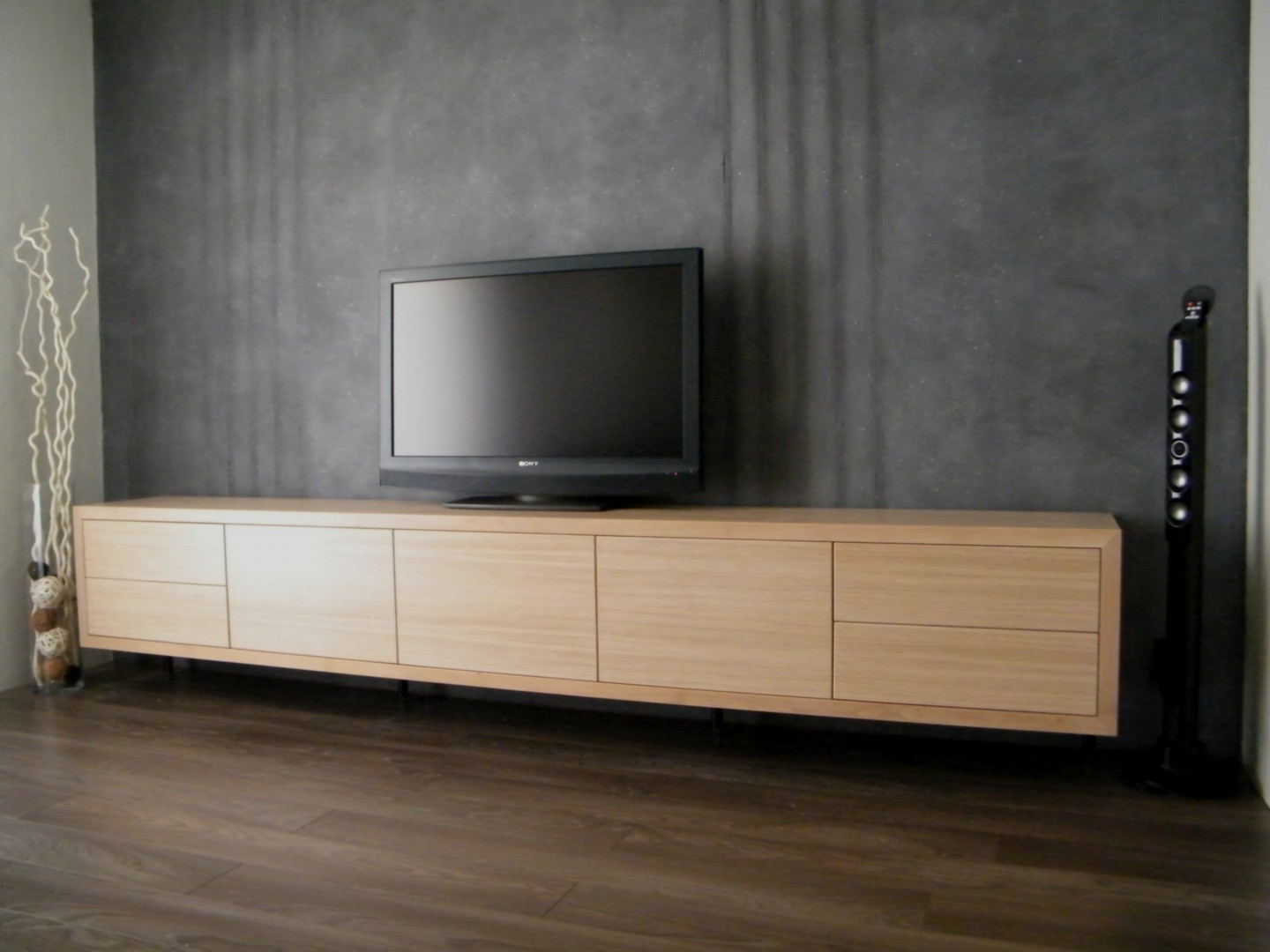 meuble tv bas et long bois id es de d coration. Black Bedroom Furniture Sets. Home Design Ideas