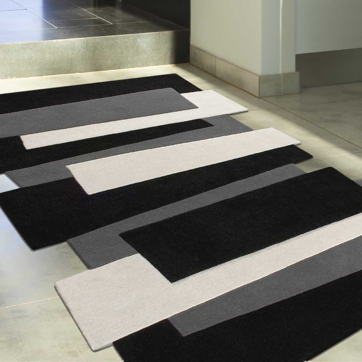 tapis noir blanc gris id es de d coration int rieure. Black Bedroom Furniture Sets. Home Design Ideas