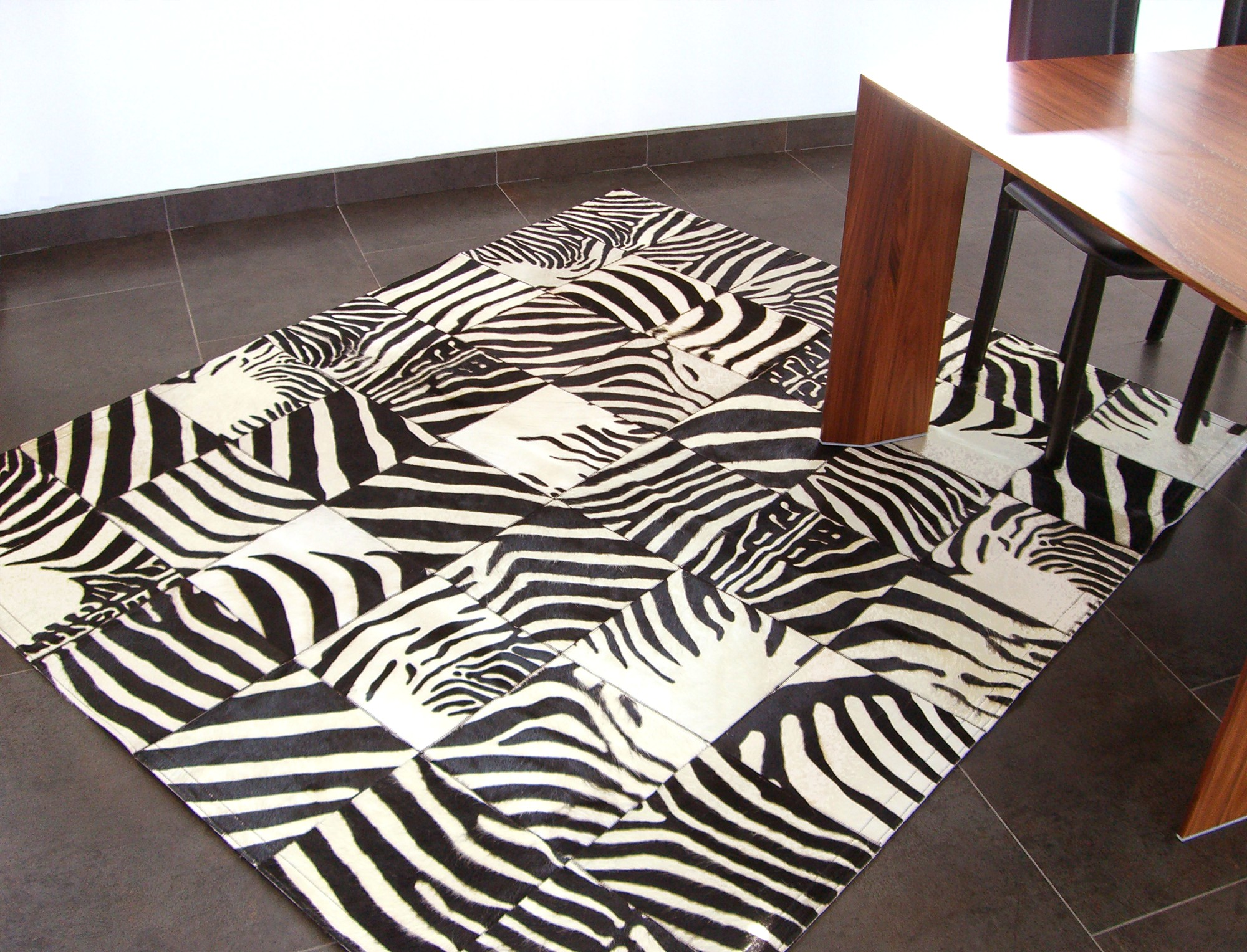 tapis noir et blanc pas cher id es de d coration. Black Bedroom Furniture Sets. Home Design Ideas