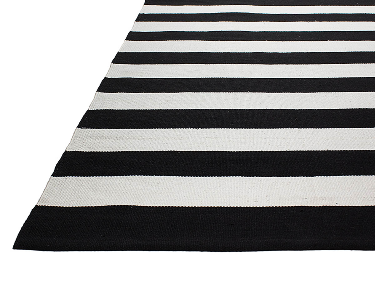 tapis ray noir et blanc id es de d coration int rieure french decor. Black Bedroom Furniture Sets. Home Design Ideas