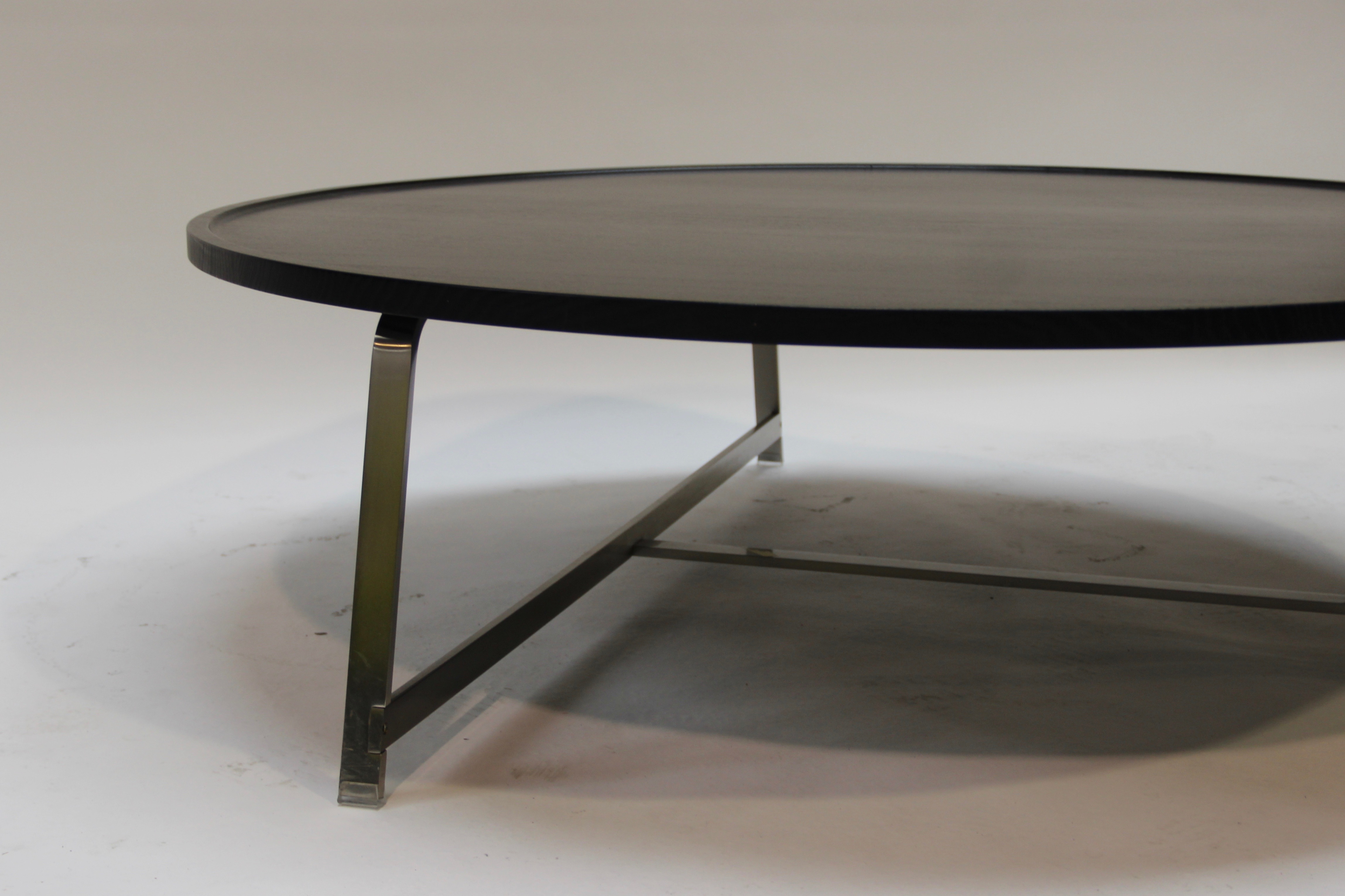 grande table basse ronde id es de d coration int rieure french decor. Black Bedroom Furniture Sets. Home Design Ideas