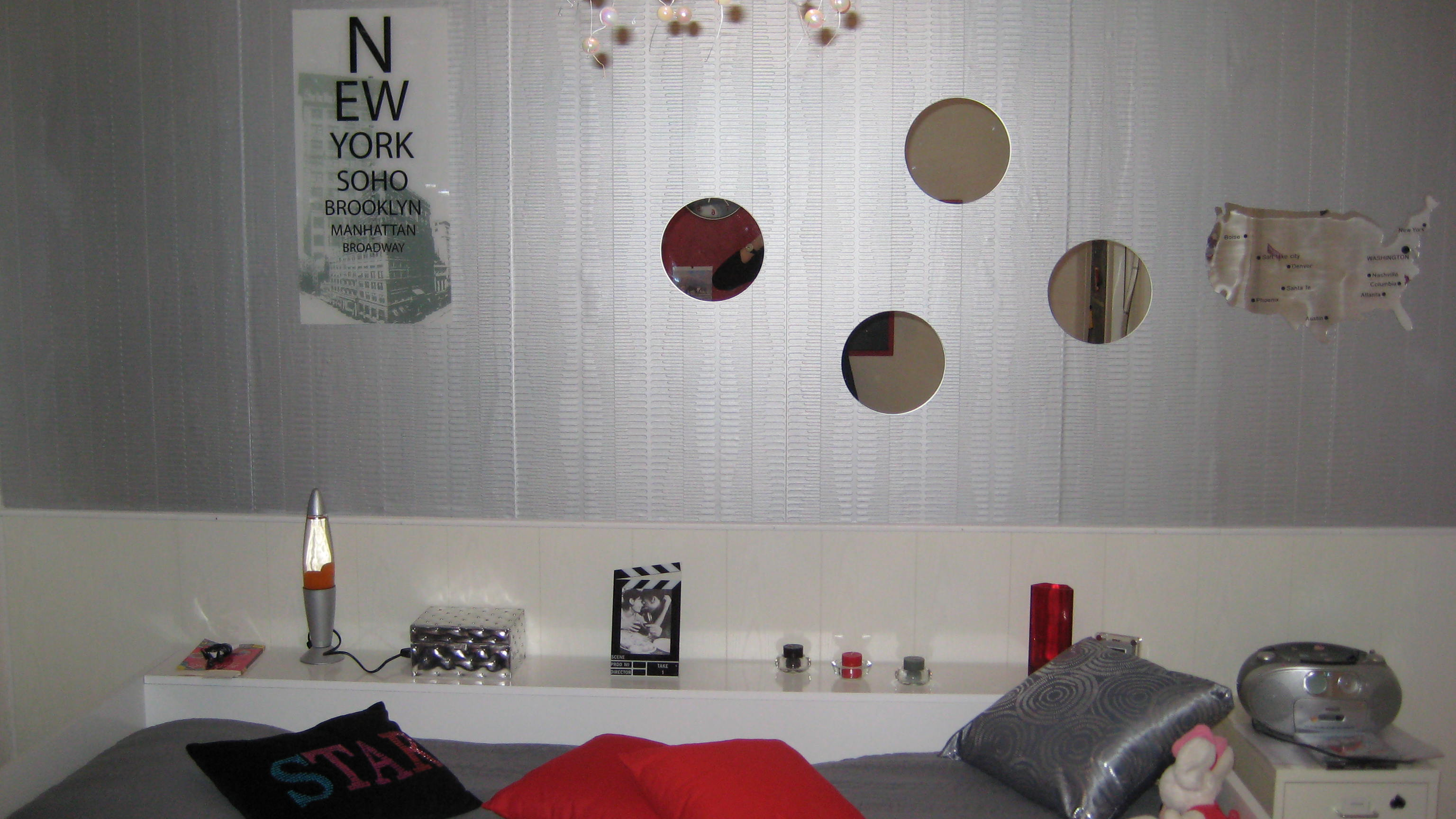 beautiful idee deco avec miroir rond photos awesome interior home satellite. Black Bedroom Furniture Sets. Home Design Ideas