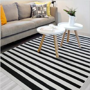 tapis ray noir et blanc 17 id es de d coration int rieure french decor. Black Bedroom Furniture Sets. Home Design Ideas