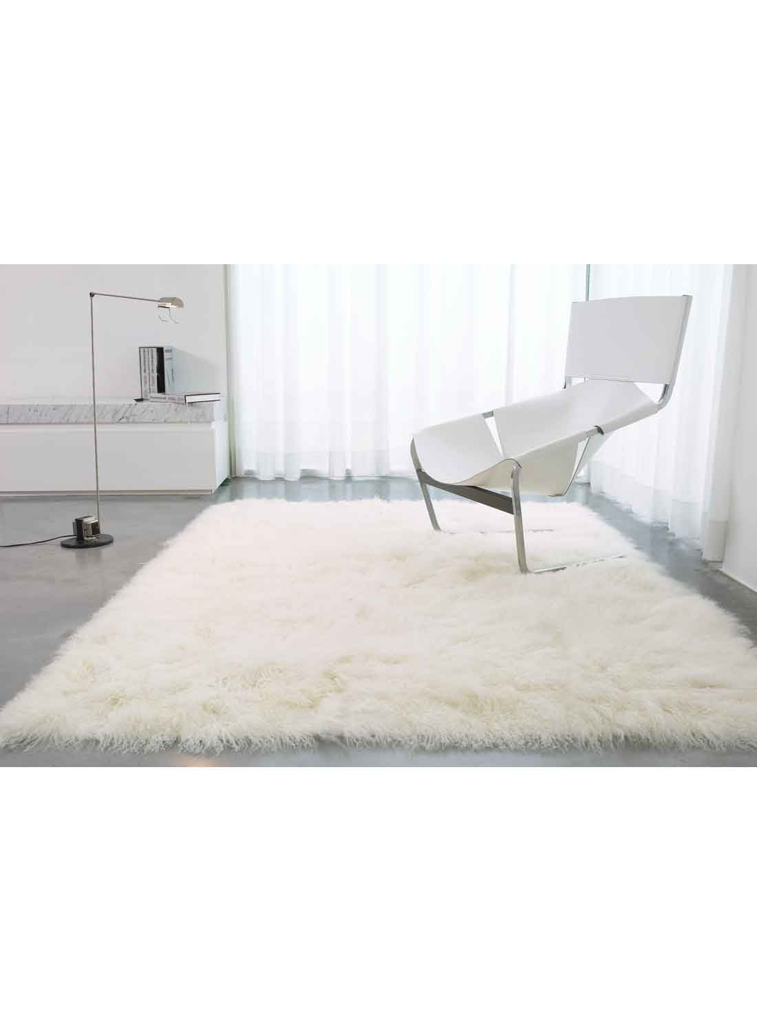 Tapis Poil Long Blanc Idees De Decoration Interieure French Decor