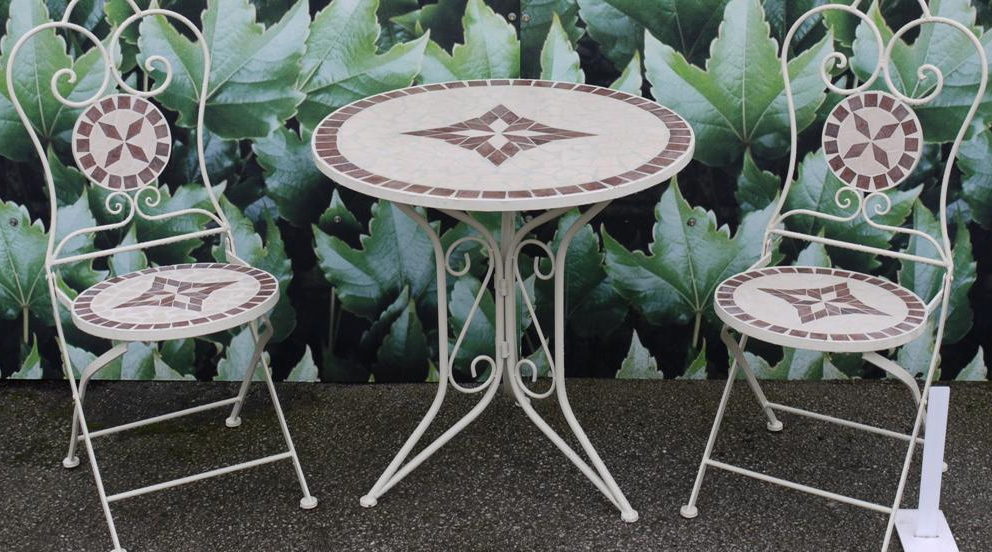 Emejing Petite Table Ronde De Salon De Jardin Photos - House Design ...