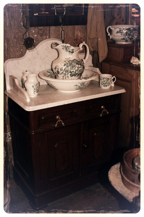 chiffonnier antique