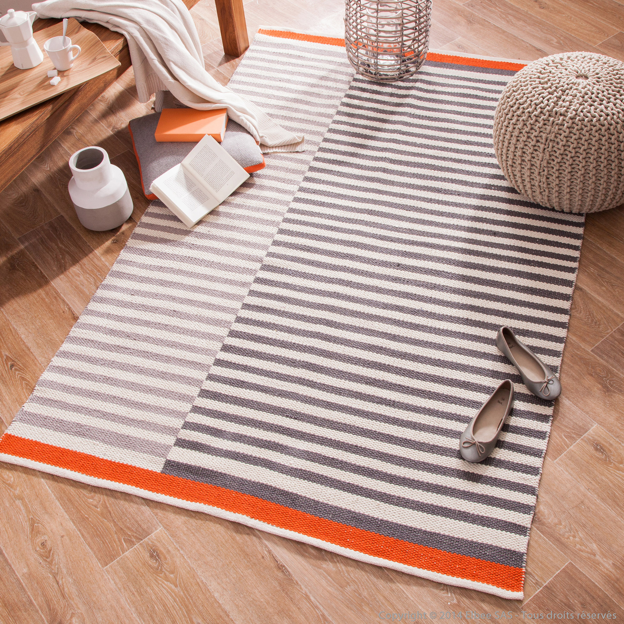 tapis orange et gris