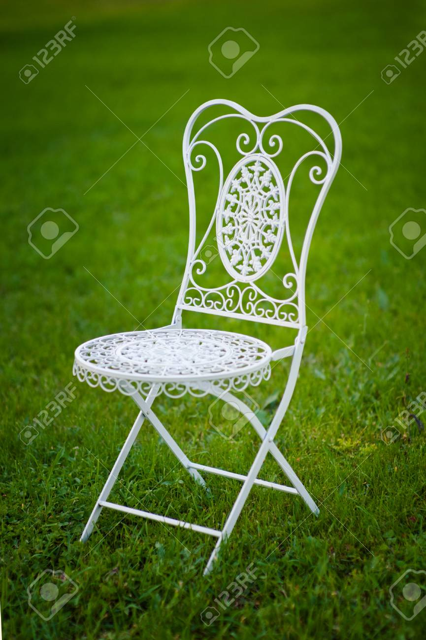 chaise blanche pied metal